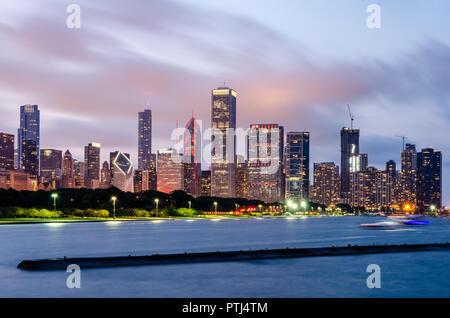Chicago Loop Skyline bei Nacht - Stockfoto