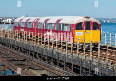 Die alte Insel Zug auf der Isle of Wight an Ryde Pier auf der Insel Wight. - Stockfoto