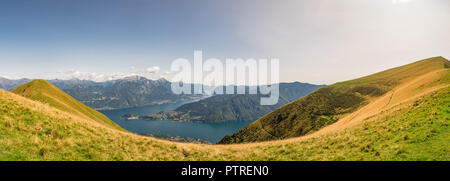 Panoramablick auf den Comer See vom Wanderweg zum Monte Tremezzo gesehen - Stockfoto