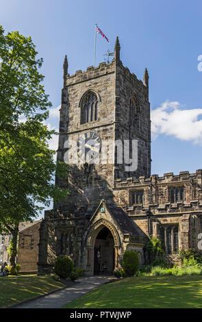 Die mittelalterliche Kirche der Heiligen Dreifaltigkeit in Skipton, Yorkshire, Großbritannien, ein Grad einer denkmalgeschützten Gebäude.