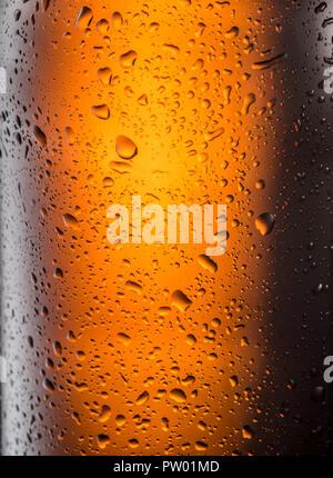 Beschlagene Glas Bier Flasche. Nahaufnahme. - Stockfoto