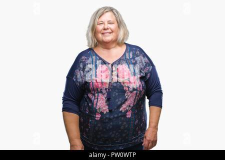 Senior Plus size kaukasische Frau über isolierte Hintergrund mit ernsten Gesichtsausdruck. Einfache und natürliche in die Kamera schaut. - Stockfoto