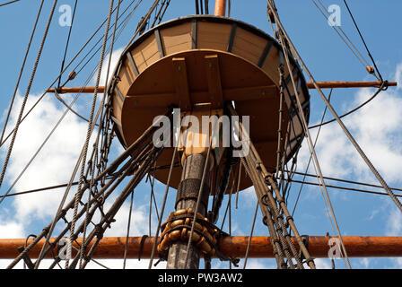 Crow's Nest der Mayflower II Schiff, Replik der ursprünglichen Mayflower Schiff, Plymouth, Plymouth County, Massachusetts, USA - Stockfoto
