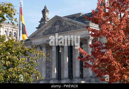 Reichstag / Deutscher Bundestag - ReichstagsgebŠude Plenarbereich in Berlin, Deutschland. - Stockfoto