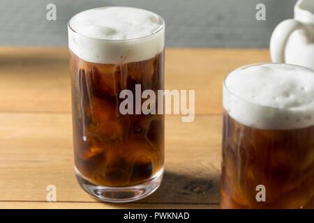 Hausgemachte kalte Kaffee brühen mit Kaltschaum - Stockfoto
