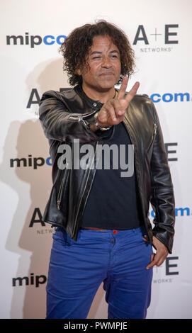 Cannes, Frankreich, 15. Oktober 2018, Stevie Salas auf der MIPCOM Opening Night 2018 - Roter Teppich, Credit: ifnm Press/Alamy leben Nachrichten - Stockfoto