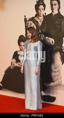 """London, Großbritannien. Okt, 2018 18. Emma Stone besucht die UK-Premiere von """"Der Favorit"""" & American Express Gala am 62. BFI London Film Festival. Credit: Gary Mitchell/SOPA Images/ZUMA Draht/Alamy leben Nachrichten - Stockfoto"""