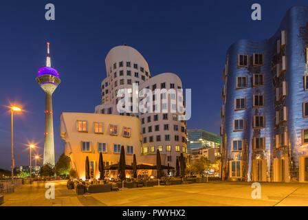 Düsseldorfer MediaHafen ist ein städtischer Bezirk Düsseldorf, Deutschland, am Rhein und die Lage der Docks der Stadt. - Stockfoto