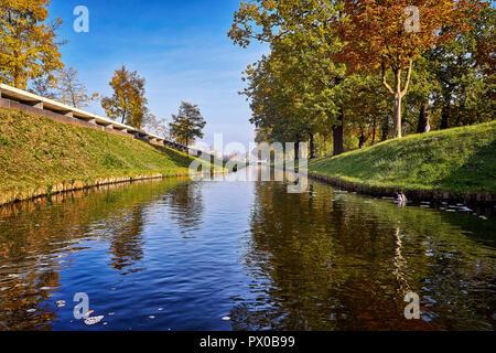 Malerische Sommer Blick in den Stadtpark in Schwerin, Mecklenburg-Vorpommern, Deutschland - Stockfoto
