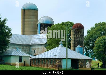 Huntington, West Virginia, USA - Juli 4, 2018: Silos Landschaften des ländlichen West Virginia, USA. - Stockfoto