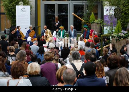 Zen Buddhisten und muslimischen Sufis beten und feiern gemeinsam auf dem Salon Zen, Paris, Frankreich. - Stockfoto