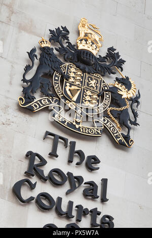 Detail des Wappens der Royal Courts of Justice in London, England - Stockfoto