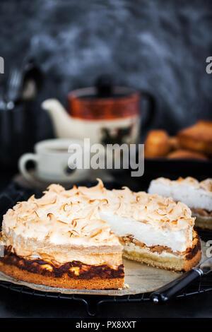 Apfel Baiser Kuchen Stockfoto Bild 144925921 Alamy