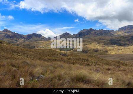 Cajas Nationalpark ist ein Nationalpark im Hochland von Ecuador, legt sich zwischen 3100 m und 4450 m über dem Meeresspiegel eine Tundra Vegetation bietet. Es ist l - Stockfoto