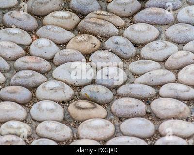 In der Nähe der Steine in den Weg legen. - Stockfoto