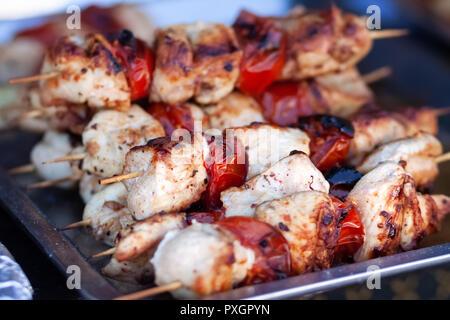 Lecker Shish Kebab kochen. Gegrilltes Fleisch - Stockfoto