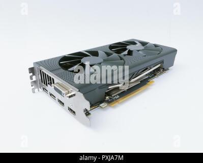 Leistungsfähige moderne High End Computer Grafik/Videokarte auf weißem Hintergrund - Stockfoto