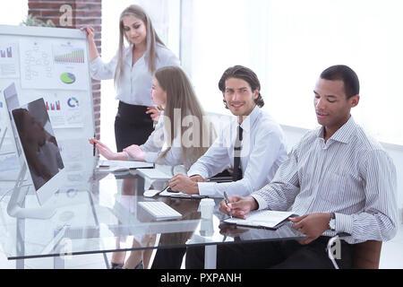Business woman führt eine Präsentation eines neuen Projekts - Stockfoto