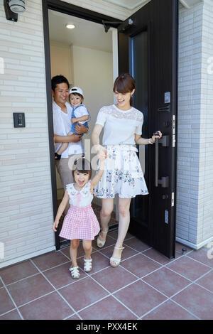 Japanische Familie zu Hause - Stockfoto