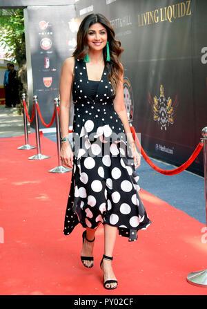 Indische Schauspielerin Shilpa Shetty bedeuten für die Fotos während der Eröffnungszeremonie des Indischen Poker League Saison 3 in Mumbai. - Stockfoto