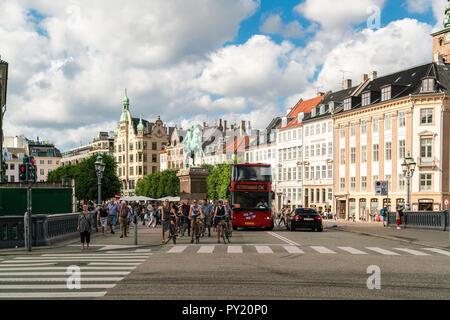 Hojbro Plads, ein Quadrat mit Bischof Absalon Statue erinnert an Stadt Gründer, Kopenhagen, Kopenhagen, Dänemark - Stockfoto