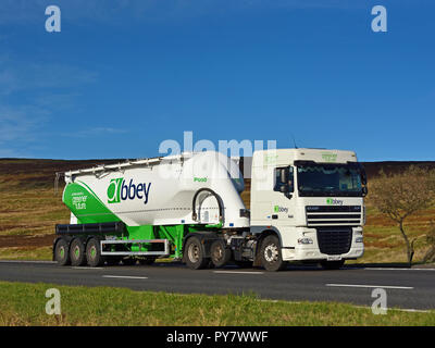 Abtei Logistics Group Tanker. Autobahn M6 Southbound Fahrbahn, Shap, Cumbria, England, Vereinigtes Königreich, Europa. - Stockfoto