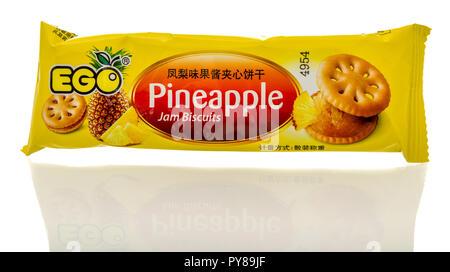 Winneconne, WI - 25. Oktober 2018: ein Paket von Ego Ananas marmelade Kekse Cookies aus Malaysia auf einem isolierten Hintergrund.
