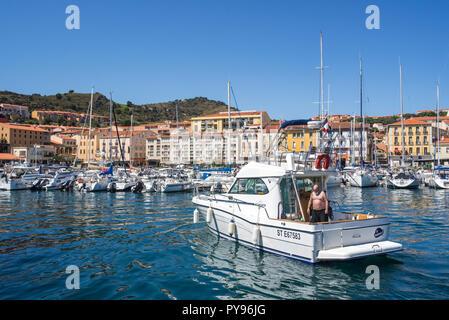 Motorboot eingabe Marina/Yachthafen in Collioure, mediterranen Fischerhafen entlang der Côte Vermeille, Pyrénées-Orientales, Frankreich - Stockfoto