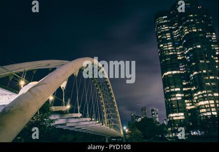 Humber Bay Bridge in Toronto, Kanada - lange Belichtung nach Einbruch der Dunkelheit - Stockfoto