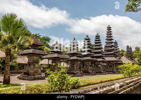Meru Türme von balinesischen Hindu Tempel Pura Taman Ayun Mengwi, Badung Regency, Bali, Indonesien - Stockfoto