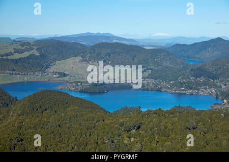 Okareka Lake, in der Nähe von Rotorua, North Island, Neuseeland - Antenne - Stockfoto