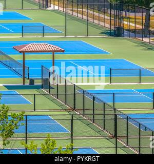 Tennisplätze an einem sonnigen Tag in Salt Lake City, UT - Stockfoto