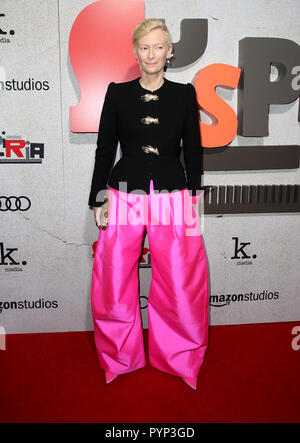 "Los Angeles, CA, USA. 24 Okt, 2018. 24. Oktober 2018 - Los Angeles, Kalifornien - Tilda Swinton. ""Uspiria"" Los Angeles Premiere gehalten am Arclight Hollywood Cinerama Dome. Photo Credit: Faye Sadou/AdMedia Credit: Faye Sadou/AdMedia/ZUMA Draht/Alamy leben Nachrichten - Stockfoto"