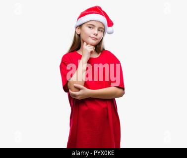 Junge schöne Mädchen mit Mütze über isolierte Hintergrund mit der Hand am Kinn über die Frage denken, nachdenklichen Ausdruck. Lächelnd mit Obwohl - Stockfoto