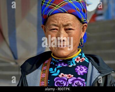 Ältere vietnamesischen Blume H'mong Bergvolk markt Frau. - Stockfoto