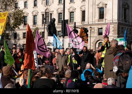 """London, Großbritannien. 31. Oktober, 2018. Klima Demonstranten Aussterben Rebellion sammeln im Parlament Platz für Ihre """"Erklärung der Rebellion"""" Credit: Londonphotos/Alamy leben Nachrichten - Stockfoto"""