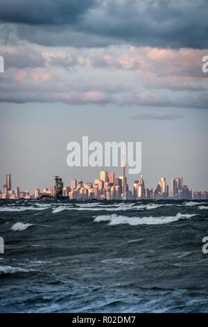 Toronto Skyline und Lake Ontario - Stockfoto