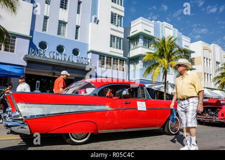 Miami Beach Florida Ocean Drive Art-Deco-Wochenende Altstadt Architektur Festival Veranstaltung Feier Oldtimer-Ausstellung - Stockfoto