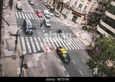 Hohen winkel Aussicht auf Cordoba Avenue in Buenos Aires, Argentinien - Stockfoto