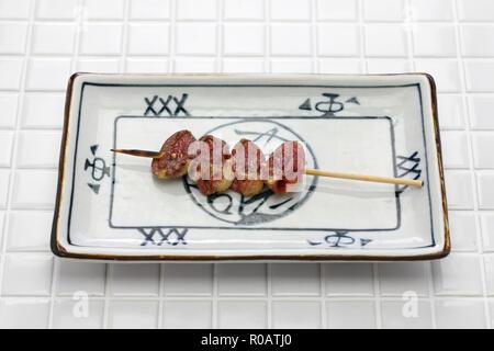 Yakitori, Huhn Herz, japanisches Gegrilltes Hähnchen am Spieß - Stockfoto