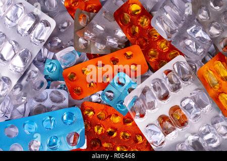 Verschiedene bunte verwendet Pillen und Kapseln Packs - Blasen. Globale pharmazeutische Industrie für Milliarden Dollar pro Jahr. Pharmazeutische Drogen für uns - Stockfoto