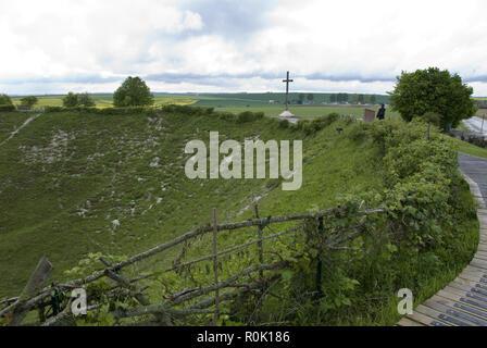 Die lochnagar Krater ist das Ergebnis eines explosiven Mine unterhalb der Deutschen Linien am ersten Tag des WW1 Schlacht an der Somme, Frankreich zur Detonation gebracht. - Stockfoto
