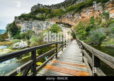 Hölzerne Brücke in den Nationalpark Krka, Kroatien. - Stockfoto