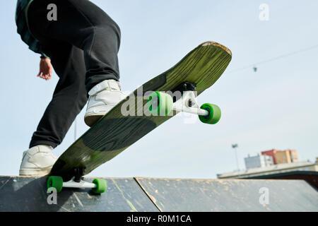 Skater auf der Rampe Closeup - Stockfoto