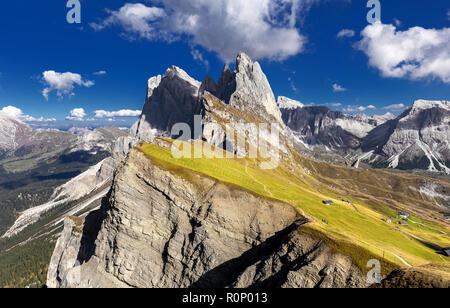 Gruppo delle Geisler, Ansicht von Seceda. Naturpark Puez-Geisler massiv in Dolomiten, Italien, Südtirol, Alpen, Alto Adige, Val Gardena, Geislergruppe - Stockfoto