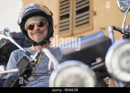 Mann sitzt auf Motorrad, Trike (Model-freigegeben) - Stockfoto