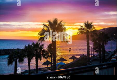 Sonnenuntergang an der Küste, auf der Insel Madeira - Stockfoto
