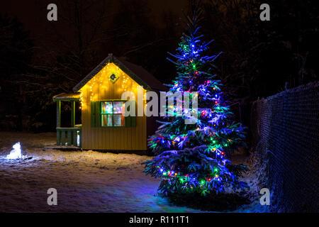 hintergrund f r kinder weihnachtskarte niedlichen rentier auf einem rosa hintergrund aus holz. Black Bedroom Furniture Sets. Home Design Ideas