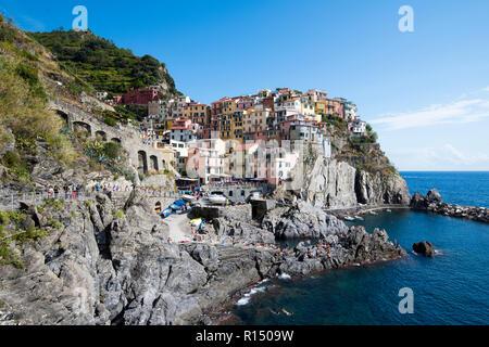 Manarola, eines der Dörfer der Cinque Terre an der ligurischen Küste von Italien, Europa - Stockfoto