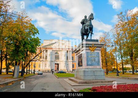 Sankt Petersburg, Russland - OKTOBER 3, 2016. Denkmal für russische Zar Peter der Große in der Nähe der michailowski oder Ingenieur Schloss in St. Petersburg, Rus - Stockfoto